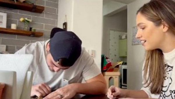 Муж решил проверить лотерейный билет жены и теперь не может оценить своё богатство. Деньгами такое не измерить