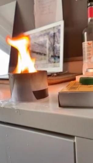 Парень погасил свечку водой, и тлен вошёл в чат. Дневник на стол - бояться стоило не только математичку