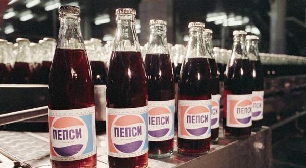 Американец нашёл бутылку Пепси, сделанную в СССР, и откупорил. Теперь он знает, каков на вкус железный занавес