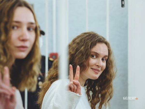 """Суд в Минске назначил 2 года колонии журналисткам """"Белсата"""". Их задержали за стрим акции в честь оппозиционера"""