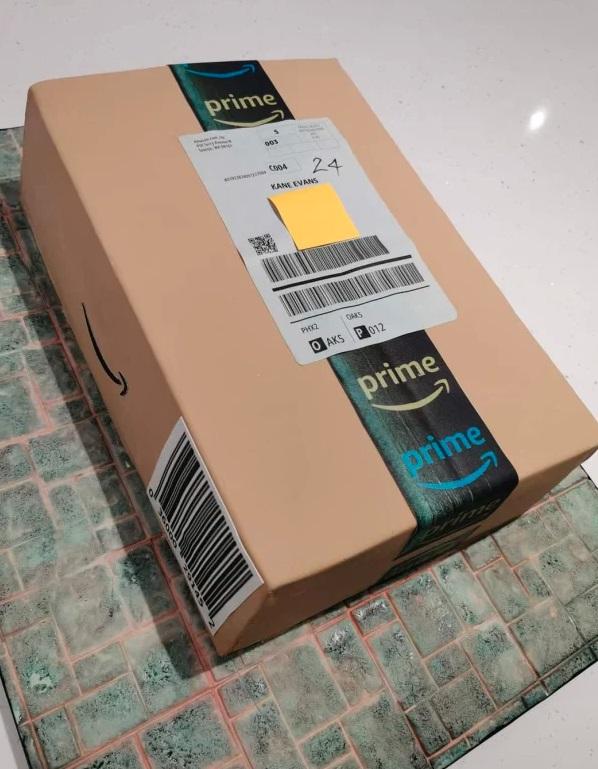Студент получил посылку с Amazon и никогда не сможет её открыть. Так его мама сделала для сына лучший подарок