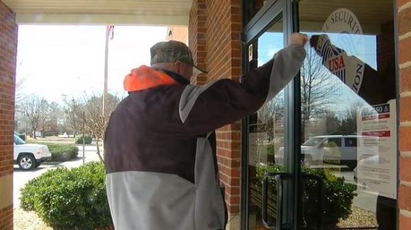 Клиент хотел пополнить счёт через банкомат, но столкнулся с отказом. А как иначе: банки не обслуживают зомби