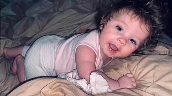 Мама засомневалась: это не её дитя. Волосами кроха пошла не в человека, а в героиню из сказки