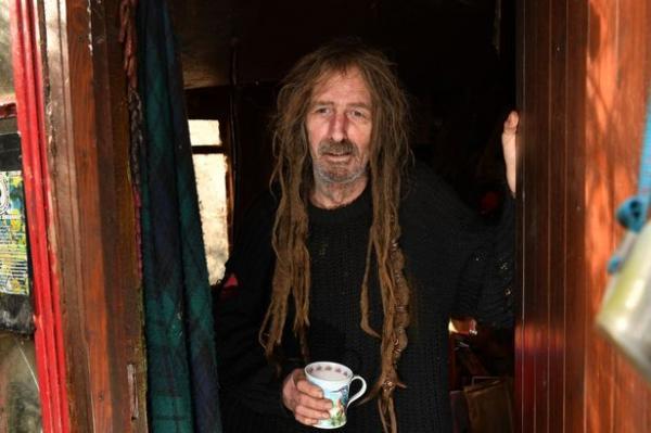 Мужчина не стриг волосы 15 лет, и результат налицо. Увидев его причёску, даже опытные барберы опускают руки
