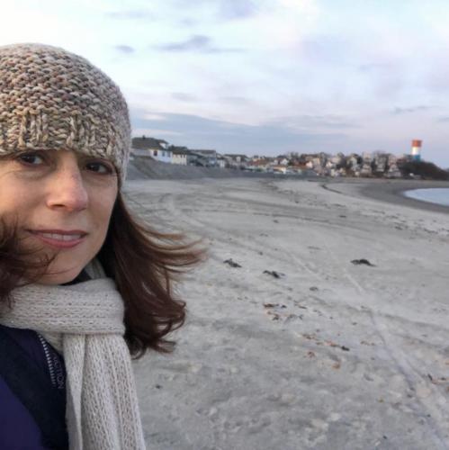 На берег океана вымыло камеру с ещё работающей флешкой. Видео с неё обеспечит морскую болезнь