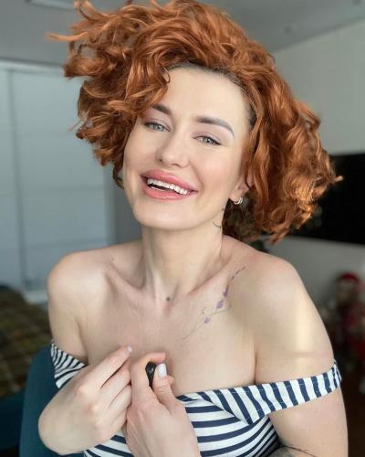 Блогерша хотела стать ещё красивее, но зря она рискнула. Ведь после бьюти-процедуры она постарела на 20 лет
