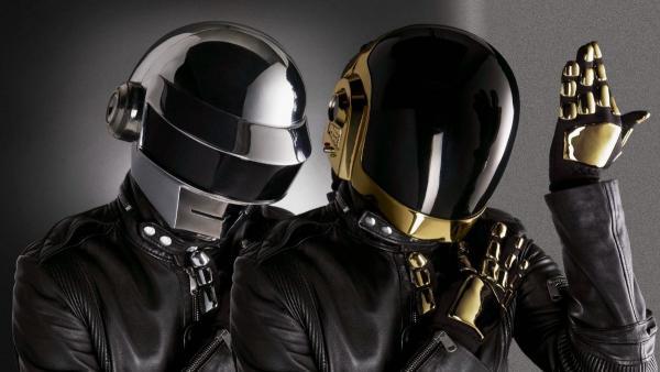 F в чат, участники Daft Punk объявили о распаде группы. И фаны скачивают все альбомы сквозь слёзы