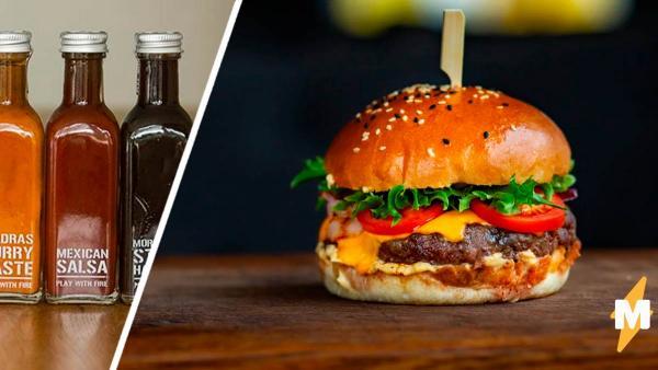 Блогерша показала, как есть бургер с соусом, и люди в шоке. Больше никаких попыток уместить еду в соуснице