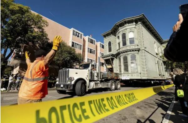 Дом из Сан-Франциско превратился в Ходячий замок, благодаря смекалке инженеров. Миядзаки, спасибо за концепт