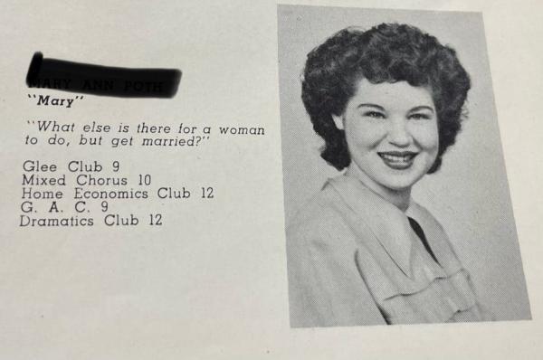 Комедиантка показала школьный альбом бабули, а люди нашли там кумира. Ведь девушка ещё в 1949-м умела в мемы