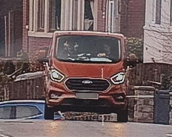 Водитель радовался, что не нарушил ПДД, но получил штраф. Не нужно было показывать два средних пальца сразу