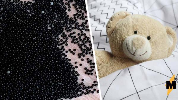 Мама нашла в детском домике чёрные бусинки и может прощаться с постройкой. В шариках росли её новые соседи