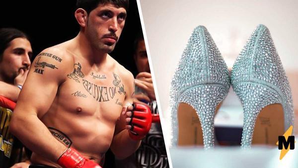 Боксёр достал туфли на высоких каблуках и вышел на сцену.