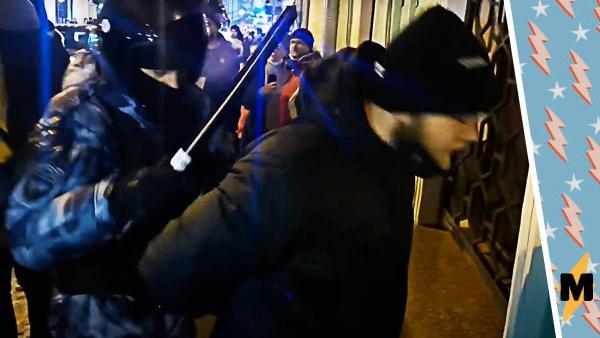 """Силовик отпустил парня на митинге после двух слов. """"Брянск-север"""" - загадочный позывной, а теперь ещё и мем"""