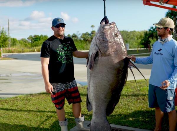 Рыбаки увидели, кого вытащили из воды, и оказались в ступоре. Этот монстр из глубин легко бы съел их самих