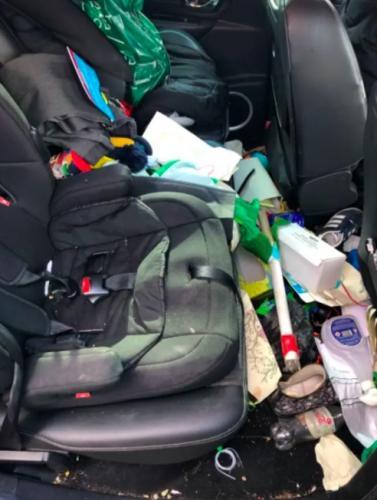 Хозяйка превратила своё авто в мусорку на