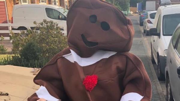 Бизнесвумен устраивает еженедельный хэллоуин, но день всех святых ни при чём. Её секрет в любви к уборке