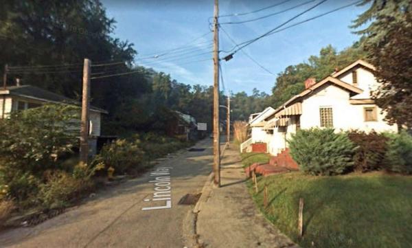 Пользователь Google Maps нашёл исчезающую улицу и напугался. Но причина этого оказалась ещё более загадочней