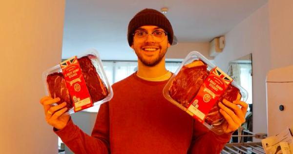 Гурман узнал, что будет, если съесть килограмм стейка за раз. Опыт показал: пробежать марафон было бы проще