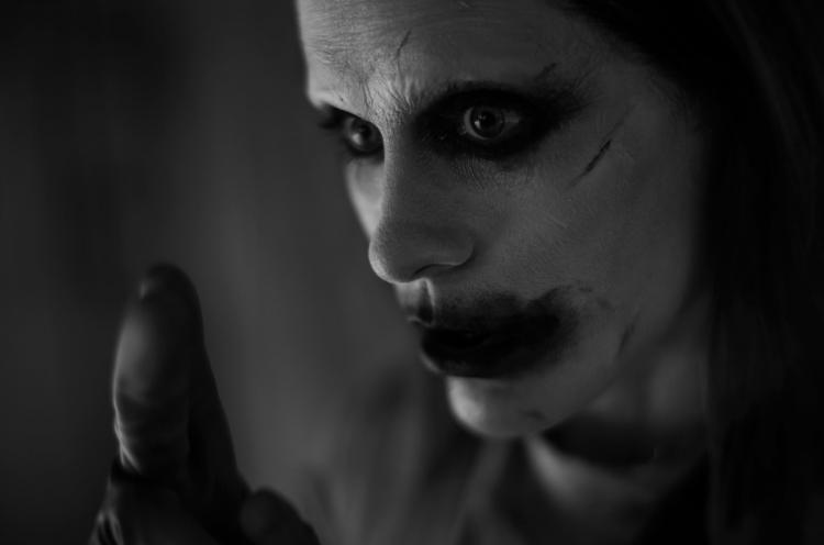 Журнал опубликовал фото Джокера, и кадр уже не мутный. Люди ждут фильм, но теперь боятся Джареда Лето