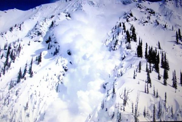 Туристов накрыло лавиной и пёсики пришли на помощь. Оказывается, что вертолёт можно вызвать не только по рации