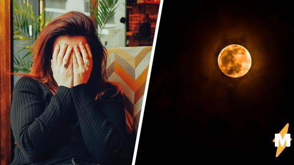 Пациентка 1,5 года прячется в темноте. Свет для неё страшнее, чем вампирам - он заставляет глаза вибрировать