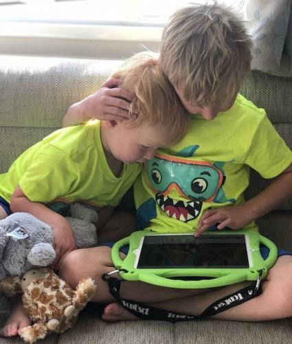 Мама дала сыну играть на её планшете, а он её разорил. Но женщина обвиняет в своих бедах Apple