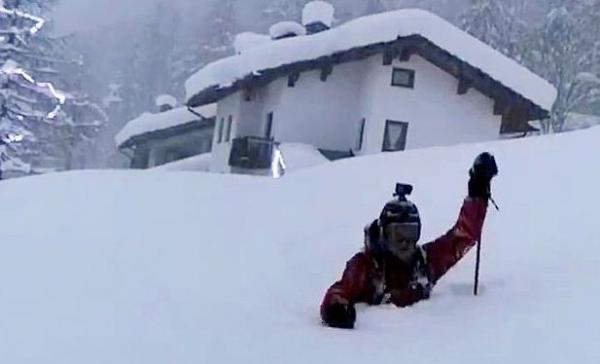 Итальянец вышел на лыжи, но трасса оказалась с препятствием. Видео, от которого холодно и тяжело одновременно