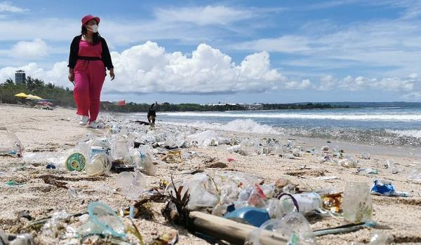 Сначала природа очистилась, а теперь маятник качнулся обратно. Фото, после которых вам не захочется на Бали