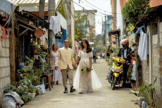 Бездомная мечтала о свадьбе, а надев белое платье, удивила жениха. 24 года он жил с настоящей дивой, и не знал