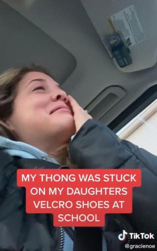 Женщина узнала, как у дочки прошёл день в школе, и ей стало стыдно. Ведь девочка пришла в класс с маминой одеждой