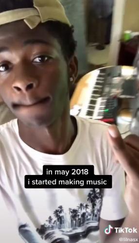 Музыкант Lil Nas X рассказал, как он жил до популярности.