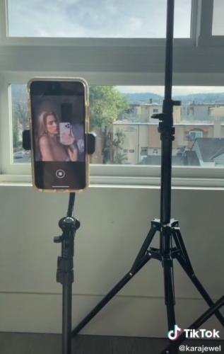 Блогерша рассказала секрет идеального селфи в зеркале. Правда