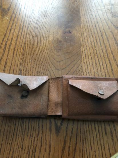 Рабочие во время ремонта коттеджа нашли в стене бумажник. Он 66 лет назад принадлежал старой домовладелице