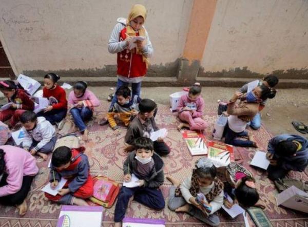 Мечта египтянки сбылась: она открыла собственную школу. Неважно, что уроки идут на улице и ей всего 12 лет