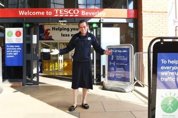 Сотрудник супермаркета увидел новую униформу и взбунтовался.