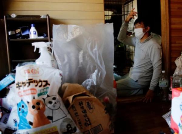 Кошатник не боится радиации, ведь 41 мурлыка важнее. Он уверен: без кота жизнь не та даже в зоне отчуждения