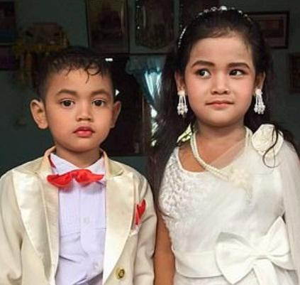 Пятилетки влюбились друг в друга, и родители провели им свадьбу. Но перестарались - церемония вышла настоящей
