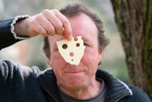 Отец поставил на аватарку слайс сыра и очень пожалел. Повторять его опыт не стоит - да и вряд ли захочется