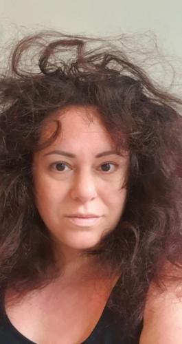 Мать не мыла голову с 2017 года и показала результат. Спойлер: даже в самых смелых фантазиях другая картинка