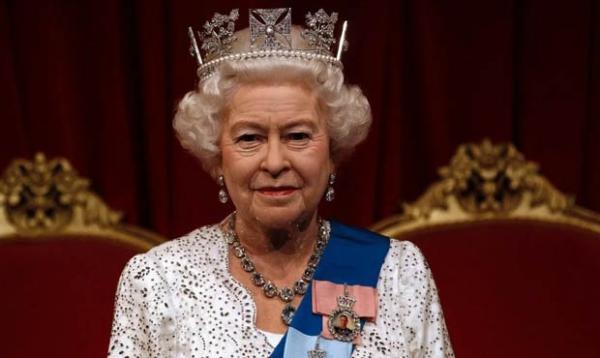Новость заставила читательницу задуматься, почему Елизавета II путешествуют в пандемию.