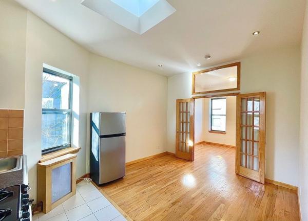 В Нью-Йорке сдаётся старая квартира Леди Гаги, но фаны от неё не в восторге. Они узнали, сколько стои