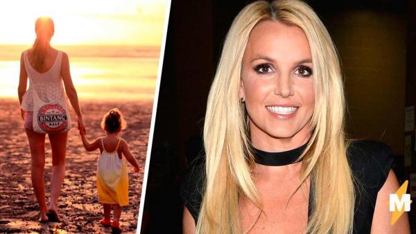 У Бритни Спирс есть дочка? Девушка сняла себя на видео, и люди поняли, что у поп-принцессы есть тайный ребёнок