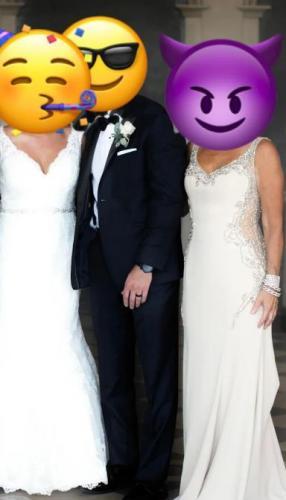 Загадка: найдите невесту на фото. Свекровь хотела привлечь к себе внимание, но обрекла себя на хейт в Сети