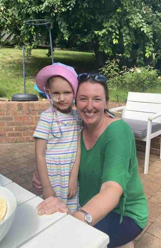 Мама попросила дочку засмеяться для фото, но тут стало не до шуток. На лице ребёнка была не улыбка, а диагноз