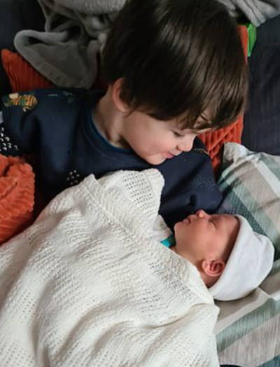 Мама родила близнецов и сломала природу. Дети были зачаты в один день, а родились с разницей в два года