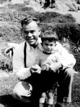 Сын нашёл старые письма отца, но зря прочёл их лишь через 25 лет. Узнав тайну папы, он побежал к детективу
