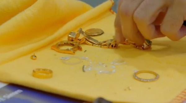 Визажист годами хранила поддельный Rolex крёстного, а решив продать, чуть не упала. Фейк был из чистого золота