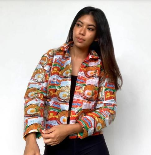 Модница создаёт одежду от кутюр, но удивляет то, из чего она. Глядя на коллекцию, хочется заказать фаст-фуд