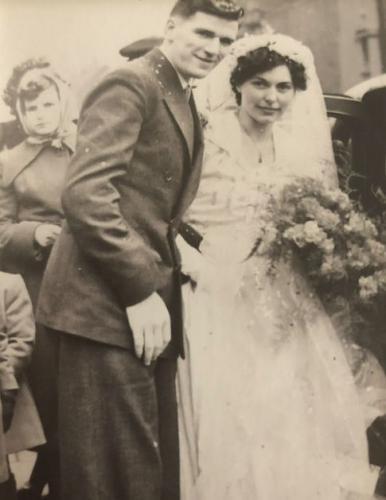 Семейная пара прожившая в браке 70 лет делится секретами отношений. Но в их случае муж и жена — не одна сатана